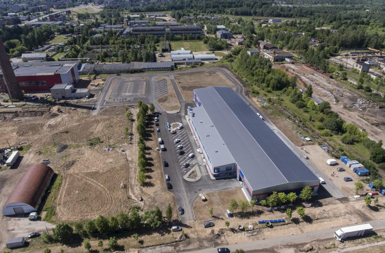 Rūpniecības kompleksa ar ražošanas korpusu, administratīvo – sadzīves ēku, palīgtelpām, tehniskajām telpām un piebraucamā ceļa būvniecība